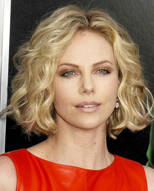 Short Hairstyles For Wavy Hair Women